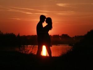 Happy Hug Day: आज के दिन अगर प्रेमी से हैं दूर, तो ये मैसेज भेजकर दिखाएं प्यार