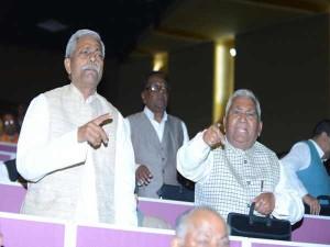 सुशील मोदी ने उड़ाया लालू यादव का मजाक, राजद नेताओं का हंगामा