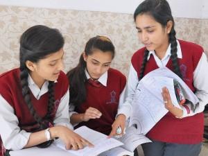 CBSE: 10वीं के अंग्रेजी के पेपर में छात्रों को मिलेंगे दो नंबर एक्स्ट्रा