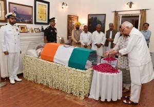अटल बिहारी वाजपेयी का शरीर तिरंगे में क्यों लपेटा गया, क्या होता है राजकीय सम्मान?