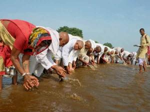 Pitru paksha: श्राद्ध पक्ष 24 सितंबर से, पितरों को प्रसन्न करने के 16 दिन