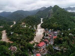 केरल पर फिर मंडराया खतरा, कई जिलों में भारी बारिश को लेकर येलो अलर्ट जारी