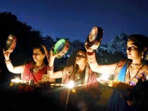 Karwa Chauth 2018: कैसे करें आज पूजा की तैयारी, जानिए