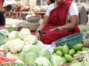 सब्जी बेचकर मां ने बेटे को बनाया डॉक्टर, अब उसी गांव में मां के नाम अस्पताल खोलेगा बेटा