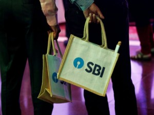SBI खाताधारकों के लिए खुशखबरी: बिना ATM कार्ड, चेकबुक के निकाल सकेंगे पैसा, जल्द शुरू होगी ये खास सर्विस