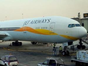जेट एयरवेज में लगा ताला: आज रात से सभी उड़ानें रद्द, बैंकों से नहीं मिली 400 करोड़ की मदद