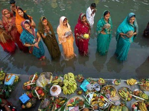 Chhath Puja 2018: आज दिया जाएगा सूर्य देवता को पहला अर्घ्य, जानिए क्या है समय