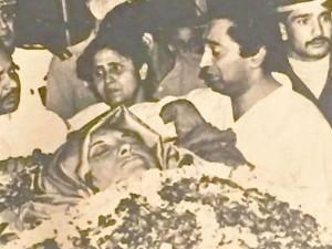 इंदिरा गांधी के पार्थिव शरीर को देखकर फूट-फूटकर रोए थे कमलनाथ,  राजीव-राहुल संग दिया था कंधा