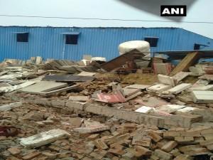 दिल्ली के नजफगढ़ में गोदाम की दीवार गिरने से 2 लोगों की मौत