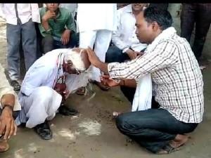 राहुल गांधी PM नहीं बन पाए तो बीच सड़क पर करवाया मुंडन, उड़वा दी मूंछें