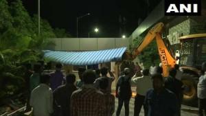 VIDEO: आधी रात में पूर्व CM चंद्रबाबू नायडू के घर को गिराया गया, समर्थकों का लगा जमावड़ा