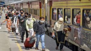 स्पेशल ट्रेनों के संचालन शुरू होने के बाद देश में कोरोना के मामलों में 106 फीसदी की बढ़ोतरी