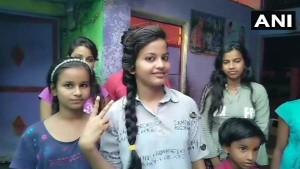 मध्य प्रदेश: सड़क किनारे जूते बेचने वाले की बेटी के 12वीं में आए 97% अंक, बनना चाहती है डॉक्टर