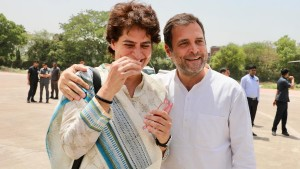 Fact check: हाथरस की बताकर वायरल की जा रही राहुल-प्रियंका की पुरानी तस्वीर, झूठा निकला दावा