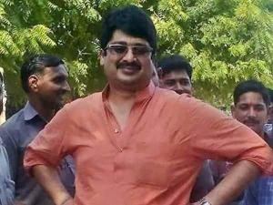 राजस्थान: 11,50,000 रु कैश के साथ एयरपोर्ट पर पकड़े गए बाहुबली नेता राजा भैया के पिता