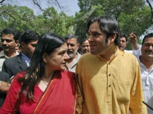 बीजेपी ने बदली मां-बेटे की सीट, मेनका सुल्तानपुर और वरुण पीलीभीत से लड़ेंगे चुनाव