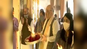 VIDEO: मकर संक्रांति पर गुजरात आए गृहमंत्री अमित शाह, श्री जगन्नाथजी मंदिर में आरती उतारी
