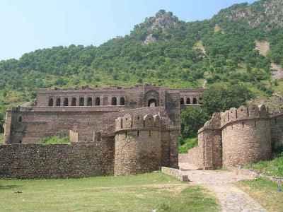 Bhangarh Fort जहां सूरज ढलते ही जाग