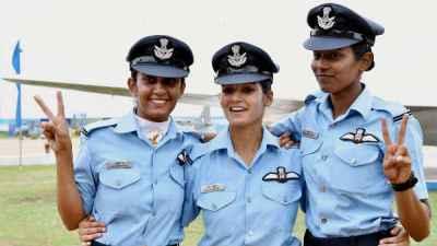 अंबाला में राफेल की स्क्वाड्रन के साथ महिला फाइटर पायलट, क्या मिलेगा जेट  उड़ाने का मौका! | Indian Air Force's Rafale squadron in Ambala to get first  woman fighter pilot - Hindi ...