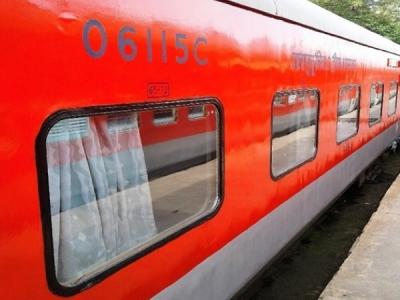 PICS: रेलवे ने बदली मुंबई-दिल्ली राजधानी की तस्वीर, पहले से कई बेहतर हुई सुविधाएं