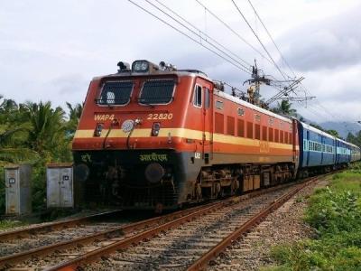 दिल्ली-मुंबई ट्रैक पर रेलवे बनवाएगा 500 किलोमीटर लंबी दीवार