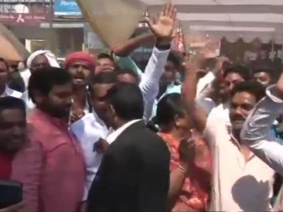 Gorakhpur Bypoll में BJP का उम्मीदवार 4 हजार वोटों से पीछे