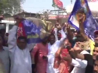 Phulpur ByPoll: डिप्टी CM के गढ़ में BJP पीछे, SP को बढ़त