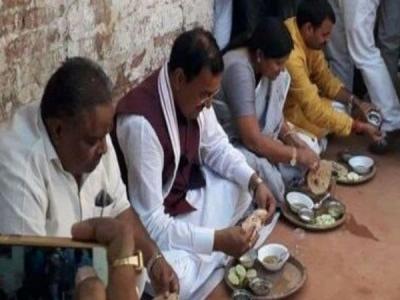 'दलित के घर खाना खाकर समाजवादियों का गढ़ भेदने की कोशिश'