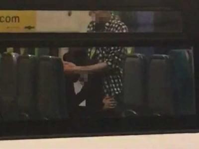 ट्रेन में 'गंदा काम' कर रहा था अर्द्धनग्न कपल, VIDEO वायरल