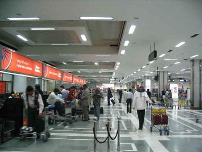 निकली टिकट के साथ एयरपोर्ट पर पकड़ी गई विदेश नागरिक
