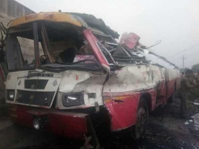 इटवा: रोडवेज डिपो बस अनियंत्रित होकर पलटी, दो की मौत