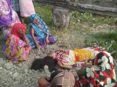 बहराइच: लोगों ने देखा महिला का क्षत-विक्षत शव, गले पर चोट