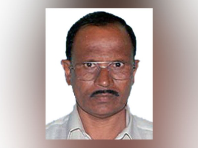 कर्नाटक: सबसे गरीब विधायक प्राइवेट जेट में बैठ 'गायब'