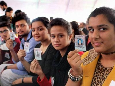 एक साथ चुनाव कराने की दिशा में मोदी सरकार बढ़ा रही कदम
