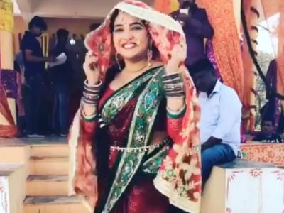 VIDEO: आम्रपाली ने कुछ यूं मनाया अपनी 70वीं शादी का जश्न