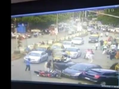 Video: मुंबई में तेज रफ्तार कार ने पांच लोगों को रौंदा