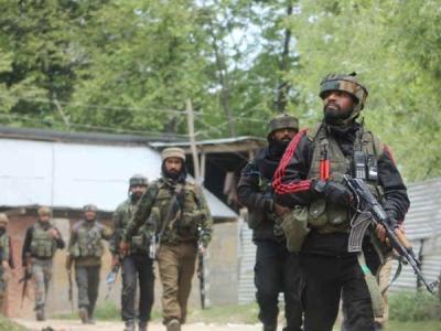J&K: अनंतनाग में सेना और आतंकियों के बीच चल रहा है एनकाउंटर