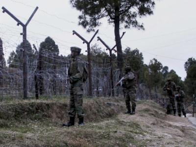 जम्मू कश्मीर के त्राल में सेना और आतंकियों के बीच मुठभेड़