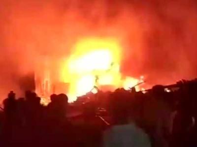 हापुड़: फोम फैक्ट्री में लगी भीषण आग, करोड़ों का नुकसान