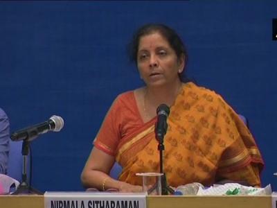 प्रेस कॉन्फ्रेस में कर्नाटक के मंत्री पर भड़कीं रक्षामंत्री