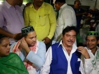 तेजस्वी की इफ्तार में शत्रुघ्न ने दिए BJP छोड़ने के संकेत