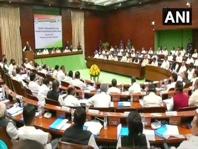 कांग्रेस अध्यक्ष के रूप में राहुल की पहली CWC बैठक शुरू