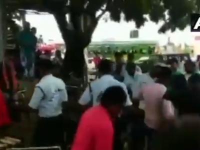 VIDEO:BJP कार्यकर्ताओं ने पुलिकर्मियों को दौड़ा दौड़ाकर पीटा