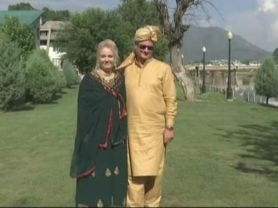 पोलैंड के नविवाहित जोड़े ने कश्मीरी में फिर से की शादी