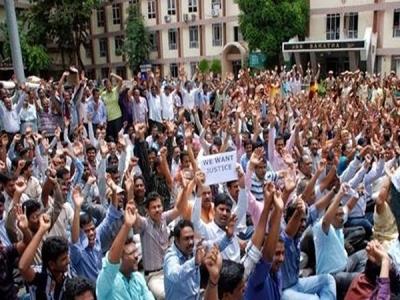 महाराष्ट्र के 17 लाख कर्मचारियों ने तीसरे दिन खत्म की हड़ताल