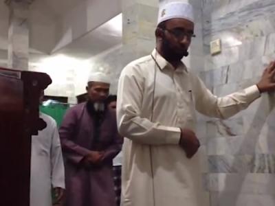 VIDEO: भूकंप के झटकों के बीच भी ये इमाम पढ़ता रहा नमाज