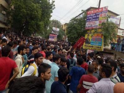 दिल्ली:मुखर्जी नगर में लैंड लॉर्ड्स के खिलाफ छात्र सड़कों पर