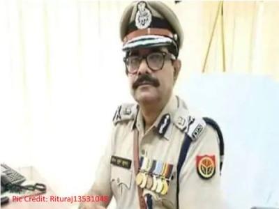 UP: पुलिस ऑफिसर ने रिटायरमेंट से पहले CM से मांगी नौकरी