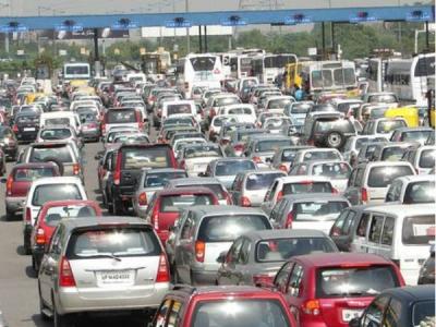 1 अक्टूबर से दिल्ली-एनसीआर की कारों पर लगेंगे रंगीन स्टीकर