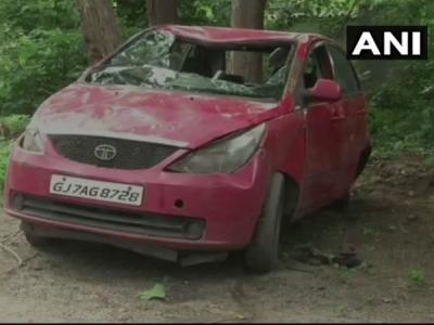 गुजरात:, कार तालाब में गिरने से सात बच्चों की मौत